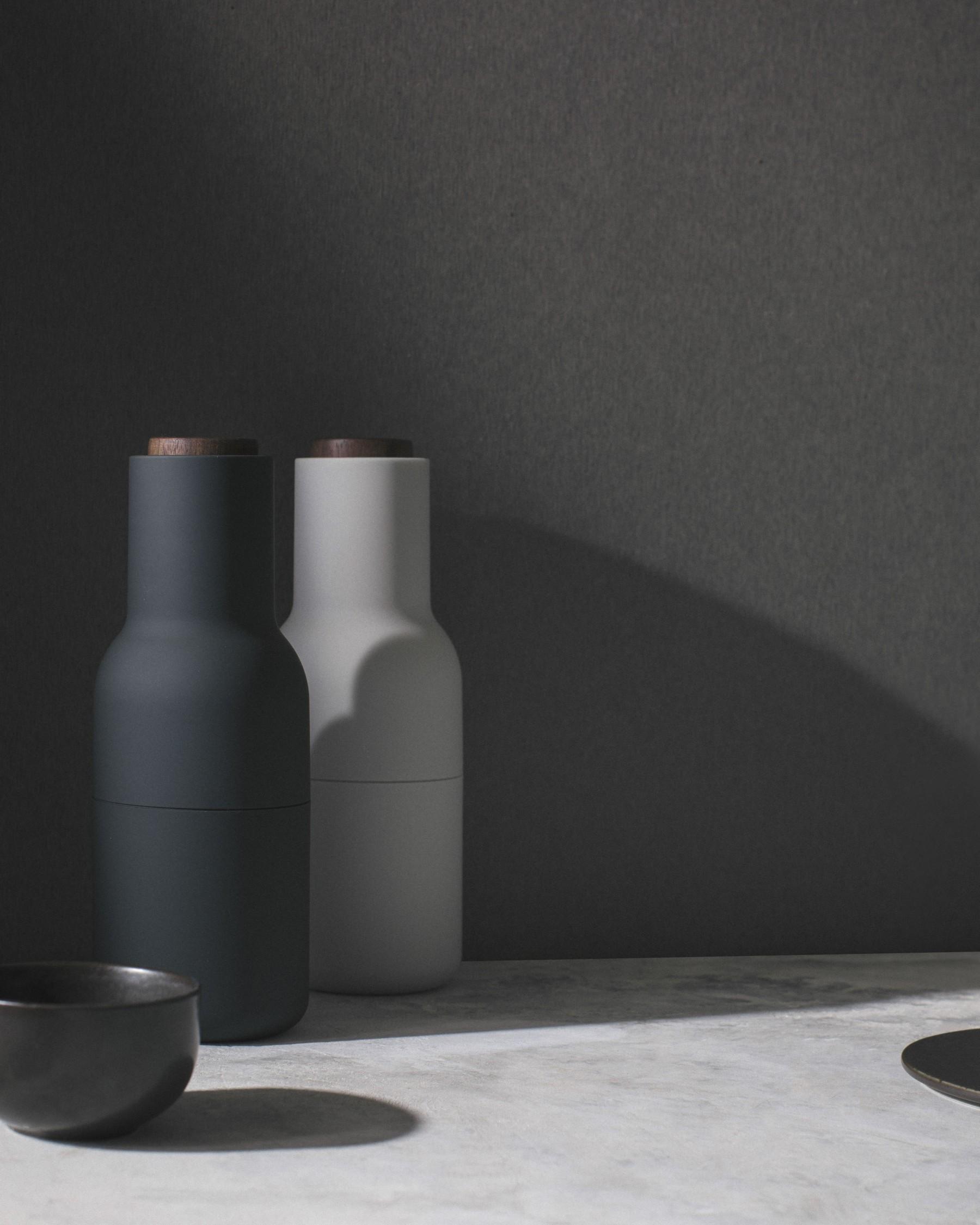 menu bottle grinder ash carbon mit walnussrad 2er set salz. Black Bedroom Furniture Sets. Home Design Ideas