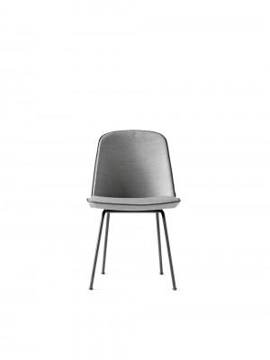 Menu Synnes Chair Full Upholstered hellgrau W. Black Stuhl gepolstert