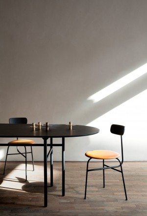 Menu Afteroom Dining Chair 4 Black Upholstered with Sørensen Leder Cognac Esszimmerstuhl