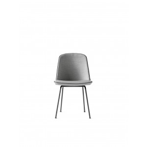 Menu Synnes Chair Full Upholstered hellgrau W. Black Stuhl gepolstert